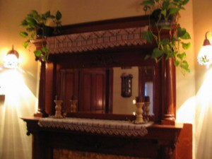 Mantle w/candlesticks