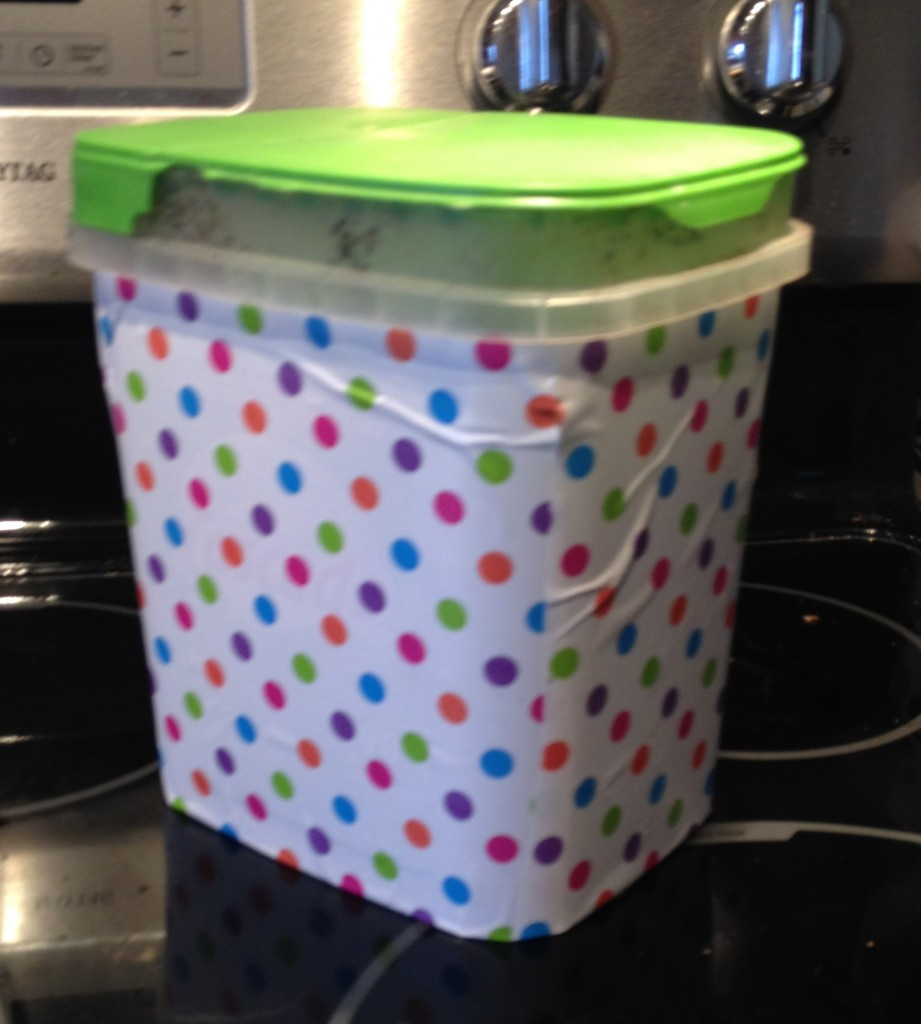 Cover a compost Bucket b