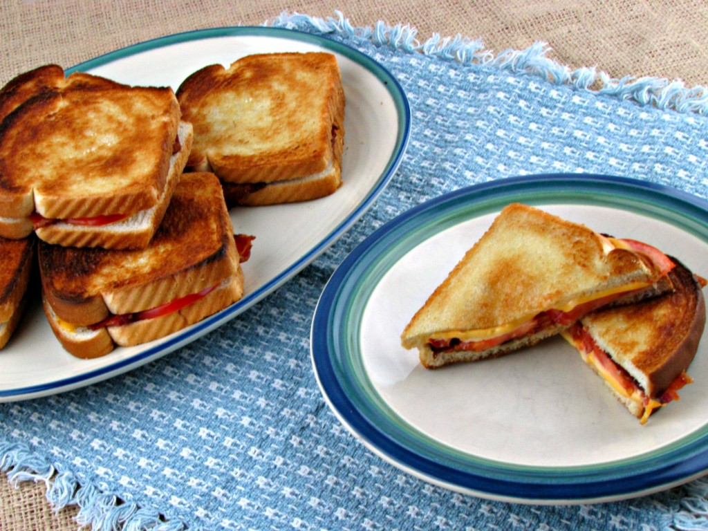 Mmmm. Tomato Bacon Grilled Cheese Sandwiches for a Crowd!